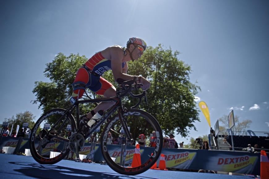 Triatletas en bici