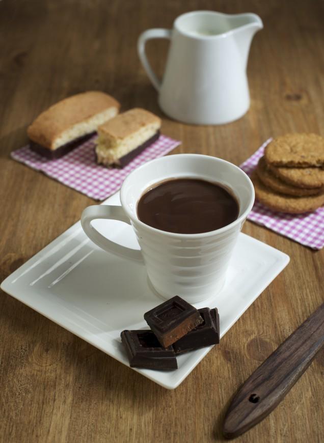 Chocolate con galletas de desayuno